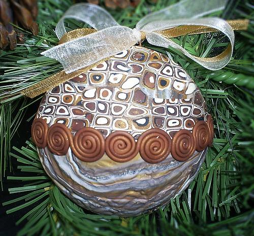 Новорічна куля для ялинки з полімерної глини