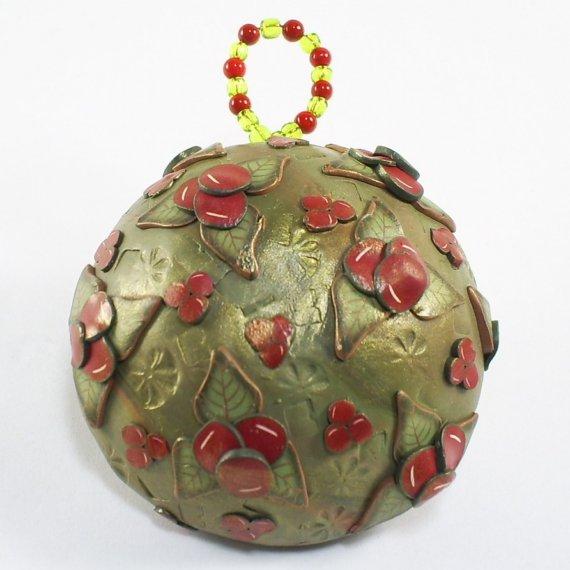 Новорічні прикраси для ялинки з полімерної глини