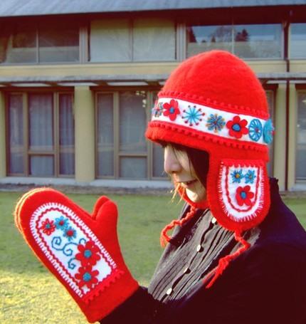 Прекрасні рукавиці в техніці валяння
