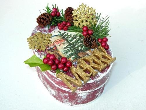 Новорічні скриньки з святковим декором