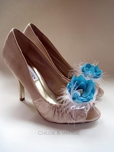 Туфлі декоровані ніжними квітами