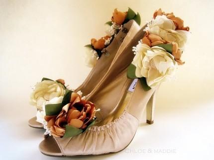 Туфлі декоровані весняними квітами