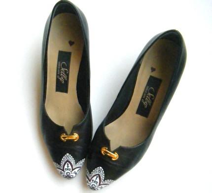 Вишукане взуття розписане акрилом