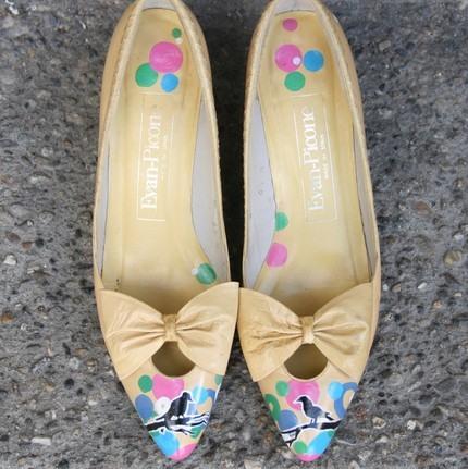 Прекрасне взуття розписане акрилом