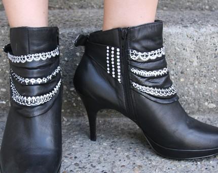 Гарне взуття розписане акриловою фарбою