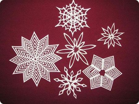 Вирізані паперові сніжинки