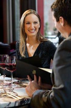 Як створити романтику? Романтична вечеря в ресторані