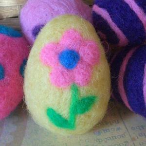 Яйця в техніці валяння для пасхального декорування