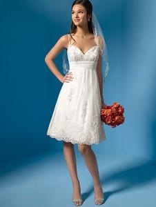 Коротке весільне плаття