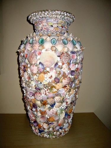 Керамічна ваза з мушлями