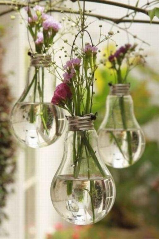 Декор з перегорілих лампочок