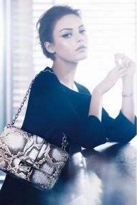 Міла Куніс у фотосеті для Christian Dior (фото 2)