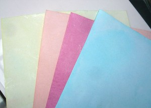 Як пофарбувати папір харчовими барвниками