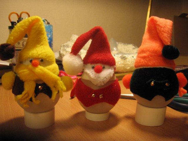 Новорічні іграшки з лампочок - фото 17