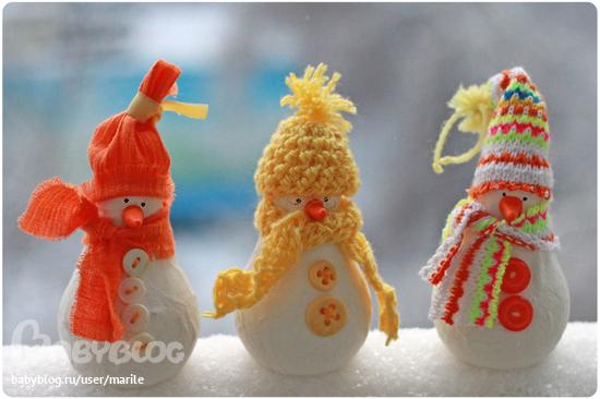 Новорічні іграшки з лампочок - фото 19