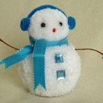 Сніговик з помпонів