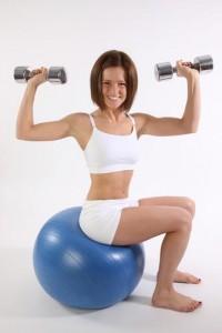 Комплекс вправ для збільшення грудей з гантелями