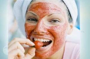 Маска для обличчя з полуниці