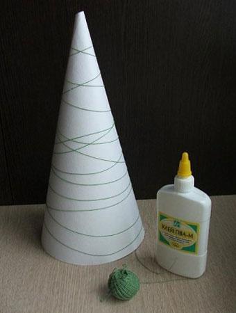 Новорічна ялинка з ниток - фото 2