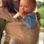 Як правильно носити дитину в слінгу