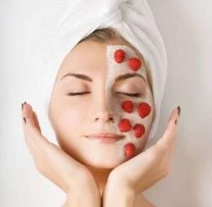 Маски з полуниці для обличчя