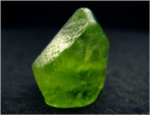 Камінь олівін