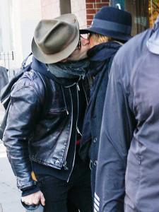 Дженніфер Еністон і ДжастинаТеру підловили під час поцілунку