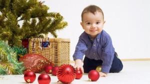 Як вбрати ялинку, якщо в будинку маленька дитина