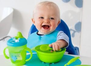 Як навчити дитину їсти