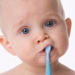Коли і як починати чистити зуби дитині