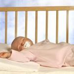 З якого віку дитині можна спати на подушці